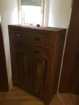 komode. Black Bedroom Furniture Sets. Home Design Ideas