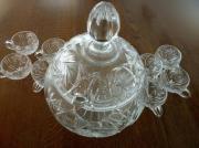 Kristallbowle und 8