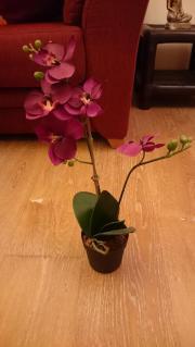 Künstliche Orchidee lila im Topf