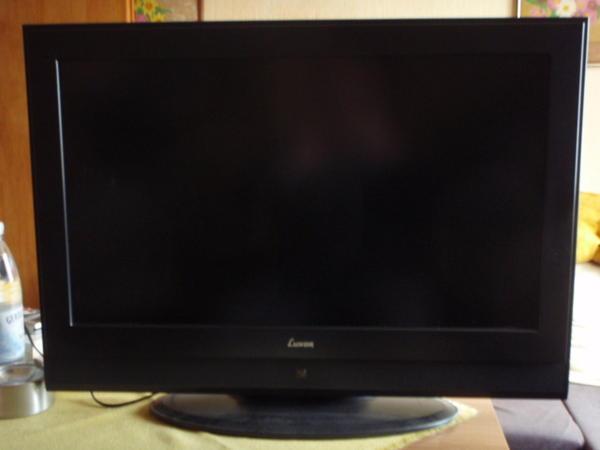"""LCD-TV LUXOR LCD 328, 32""""-Bildschirmgröße - Sinzig - LCD-Fernseher Luxor LCD 328, 32""""-Bildschirmgrösse. Die Fernbedienung ist neuwertig, optisch/technisch baugleich mit der alten und auch von Luxor. Die alte Fernbedienung gebe ich mit, auch wenn die eine Macke hat - die sendet Befehle, obwohl man  - Sinzig"""