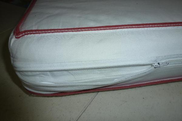 Matratze für Bett 140 x 70 cm incl Bezug - Gerlingen - Zöllner Anti Allegro, abnehmbarer und auf 60 Grad waschbarer Bezug, verstärkter Rand, incl. BW-Spannbettbezug, sgt. erh., NR- und tierfreier Haushalt, die Matratze hat eine härtere und eine weichere Seite. Incl. Spannbettuch in hellblau. - Gerlingen