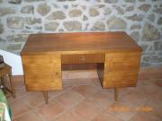 Nußbaum-Schreibtisch