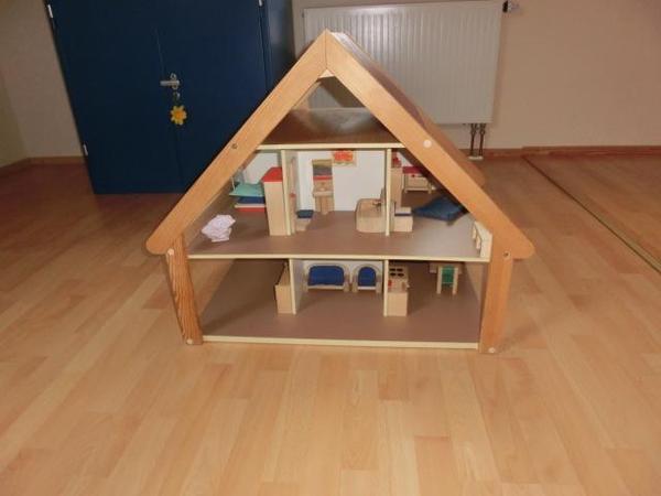 Puppenstube mit massiv Holz Möbeln