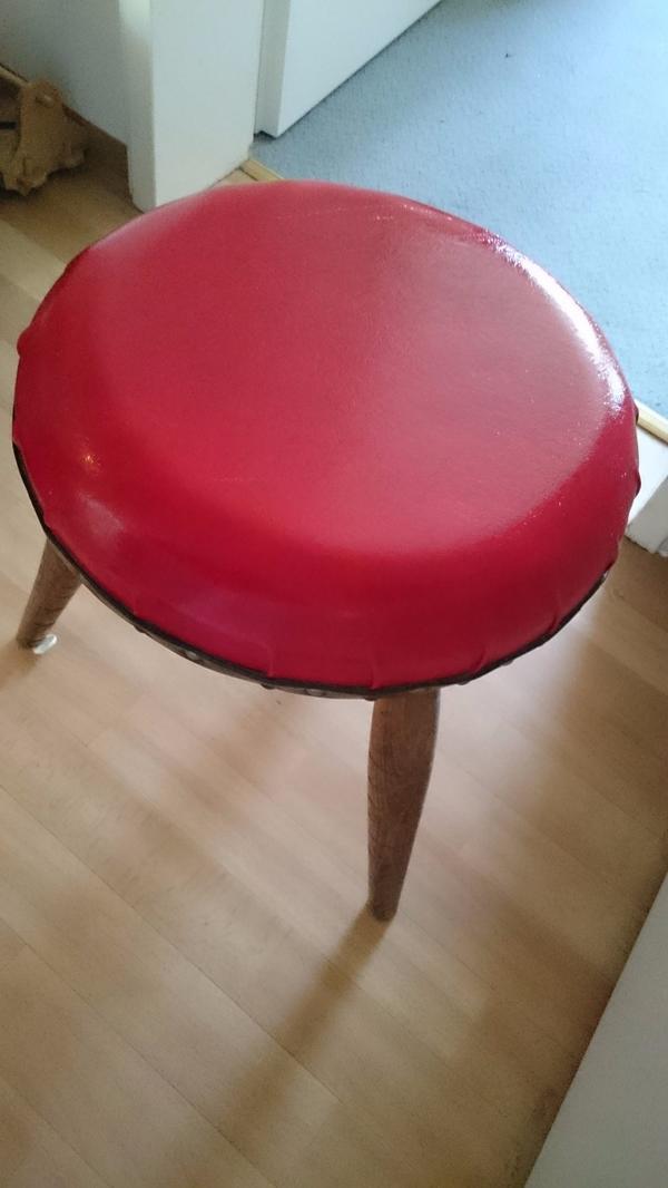 Retro - Hocker rot - Fürth Hardhöhe - Gut erhaltener Hocker mit roten Leder überzogen. - Fürth Hardhöhe