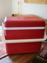 Rote Kühlbox/Kühltasche