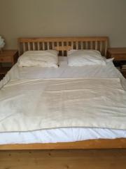 Schlafzimmermöbel (Bett, Kommode,