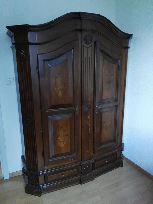 sch ner alter schrank mit fl gelt ren antik in balgach schr nke antiquarisch kaufen und. Black Bedroom Furniture Sets. Home Design Ideas