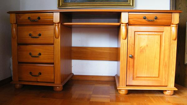 schreibtisch massiv gebraucht kaufen nur 3 st bis 70. Black Bedroom Furniture Sets. Home Design Ideas