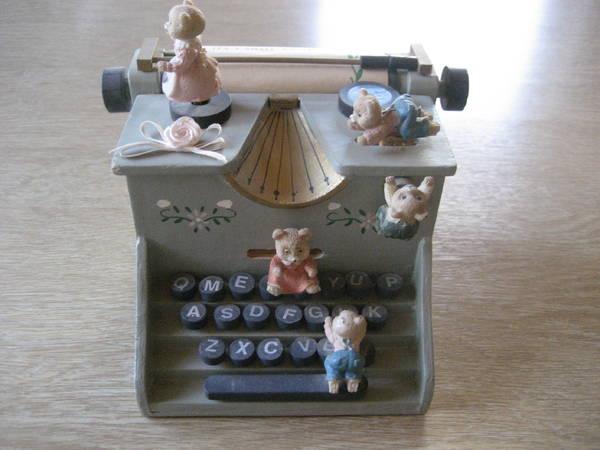 Spieluhren, Bären, Schreibmaschine, Melodie - Birkenheide Feuerberg - Biete mehrere verschiedene Spieluhren für je 20,-. z. B. Bärenspieluhr, Weihnachtspyramide, Klavier Clown, usw.; nicht kostenlos aber für nur je 20 Euro! Bitte nur Anrufe oder Mail schreiben! Keine Antwort gibt`s auf SMS !!!Verk - Birkenheide Feuerberg