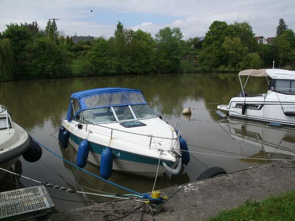Sportboot Stingray 659 ZP zu verkaufen - Besigheim - Motor: Mercury Mercruser Bj. 2009, 194 PS. Regelmässiger check durch Fachwerkstatt. Länge 6,50 m - Breite 2,50 m. Verdeck neu 2017 incl. ausreichender Leinen und Fender. Harbeck Trailer mit neuer Winde.Liegeplatz 74354 Besigheim. - Besigheim