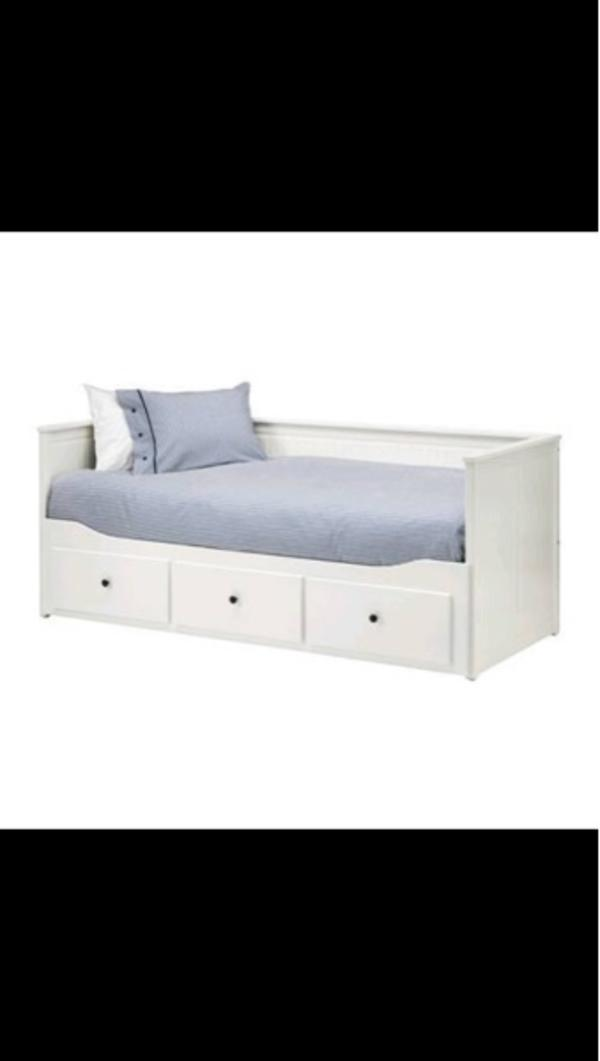 malm ikea bett niedrig 25 best ideas about ikea betten. Black Bedroom Furniture Sets. Home Design Ideas