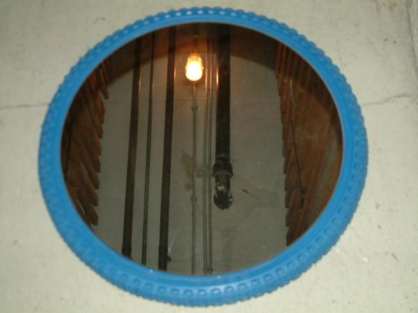 verkaufe runden spiegel aus den 60 70iger jahren mit blau t rkisem rahmen in m nchen schr nke. Black Bedroom Furniture Sets. Home Design Ideas