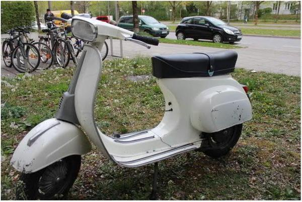 vespa 50 spezial original 1975 lack und motor top. Black Bedroom Furniture Sets. Home Design Ideas
