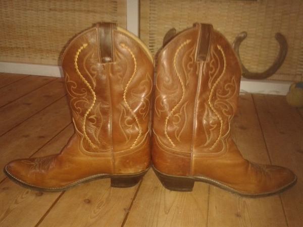 Westernstiefel Western Boots Justin Boots aus USA - Neckarwestheim - Ich möchte leider meine wunderschönen Westernstiefel von Justin Boots - original Mitbringsel aus North Carolina - verkaufen, da sie mir leider etwas zu klein sind (meine Quadratlatschen werden immer größer ;) ). Größe 42, US Größe - Neckarwestheim