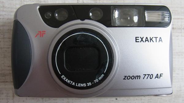 Zwei Photoapparate Exakta Zoom 770